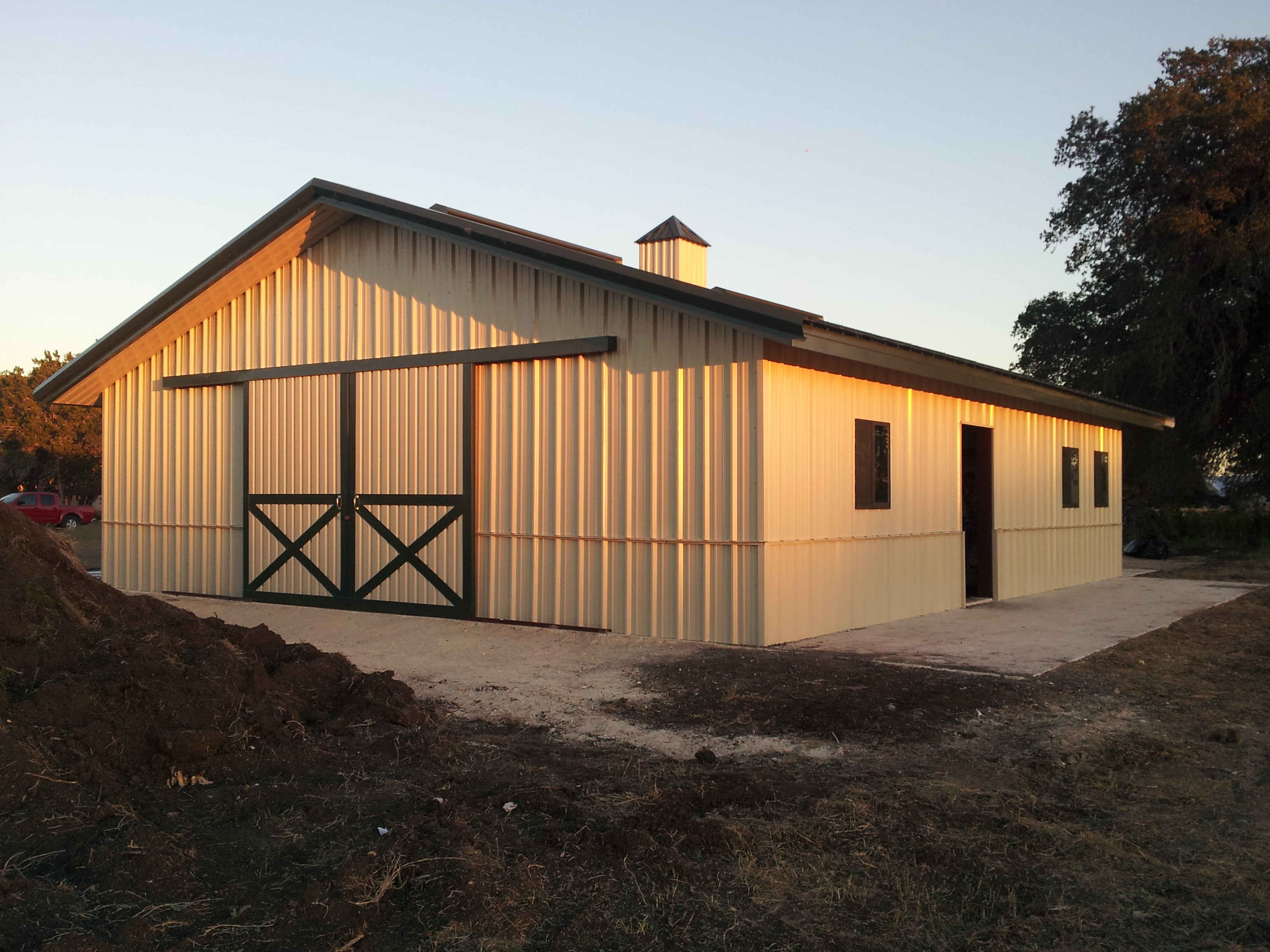 And ideas more barn ideas barns design horse barn designs Barn designs
